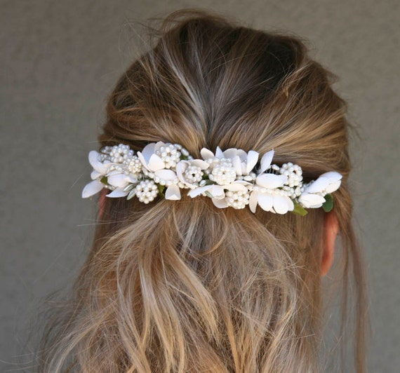 Vintage flower comb with pearls