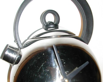Tea for two and two for tea. . .at 2 o'clock - recycled teapot into a clock