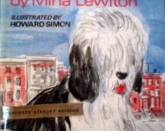 Humphrey On The Town - Mina Lewiton -1st Edition - 1971 - Dust Jacket - Shaggy Dog, Delightful Illustrations