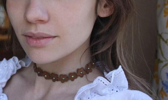 Vintage 90s leather flower choker necklace