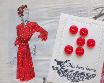vintage buttons- lovely red buttons -set of 6