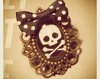 Old School Pin Up- Style Skull ring