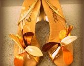 SALE vintage lucite onex metallic flower petal pumps