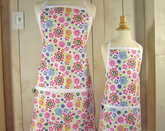 Peace Daisy Mommy and Me Apron Set - Young Adult/Teen Size -  Reversible Apron Set
