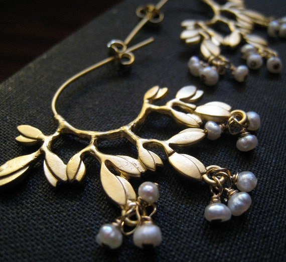 ON SALE, Woodland, gold leaf earrings with fresh water pearls, bridal jewelry, vintage weddings