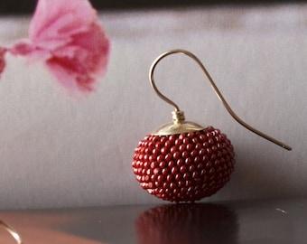 Dark pink bead crochet earrings rouge red wine pumpkin shaped by DONAULUFT