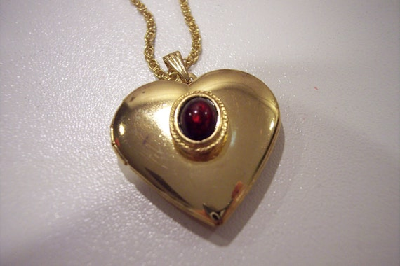 Wonderful goldtone locket with amber stone