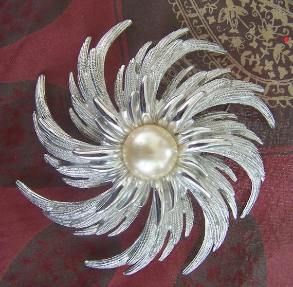 Vintage Sarah Coventry swirl brooch silver with a pearl large retro pin