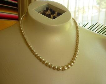 Vintage 1950s Glass Pearls graduated necklace RETRO Bride Prom Prep School