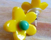 Mini Daisy Post earrings