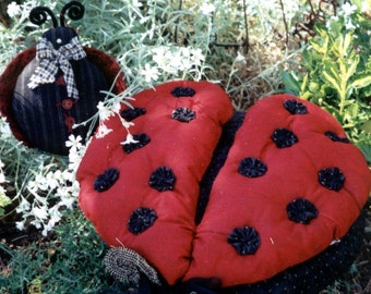 PATTERN   .........................................  Ladybug pillow and little fella