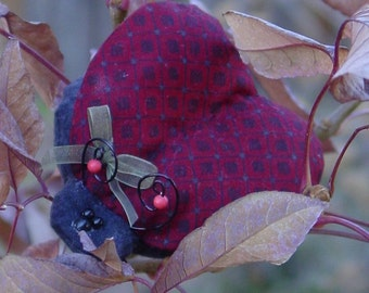 MINI PATTERN  . . . . . . . . . . . . . . . . . .  Ladybug ornament 120aE