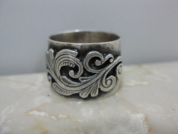 wide silver hammered band with silver filigree design, sterling ring, filigree ring, recycled silver, ecofriendly jewlery, silver band,