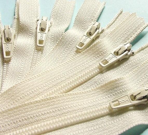 Wholesale Twenty-five 20 Inch Vanilla Zippers YKK Color 121