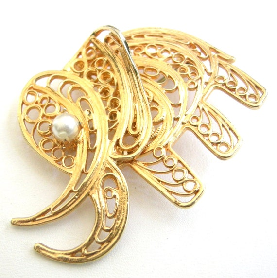 3 for 15 FREE SHIPPING - Vintage gold tone filigree elephant brooch with faux pearl