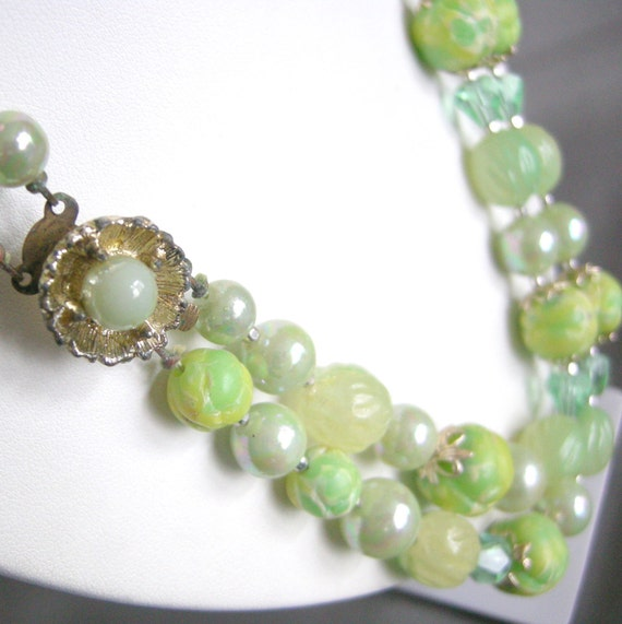 Vintage double strand green beaded necklace with flower clasp