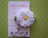 Pretty white daisy small felt hairclip