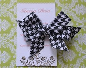 Black and White Houndstooth MINI Diva Bow