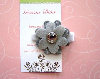 Small gray felt flower hairclip with sparkle