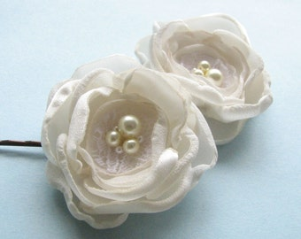Bridal flower hair bobby pins, Ivory rose, wedding hair flowers, bridesmaid hair flower, small flower with pearls