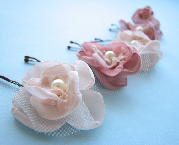 Tiny Dancer, 5 small pink flower bobby pins