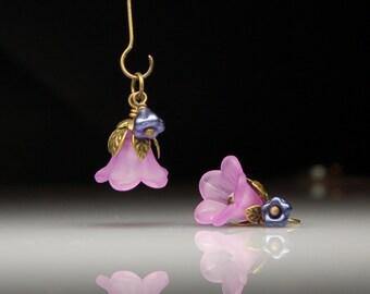 Vintage Style Bead Dangles Violet Purple Lucite Flowers Pair PR176