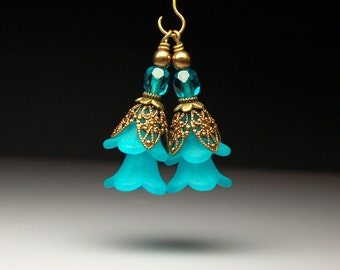 Vintage Style Bead Dangles Turquoise Blue Flowers Pair BL324