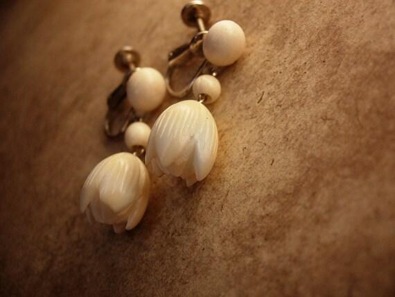 Vintage  Pikake Hawaiian Earrings Jasmine flower Hawaiian PRincess