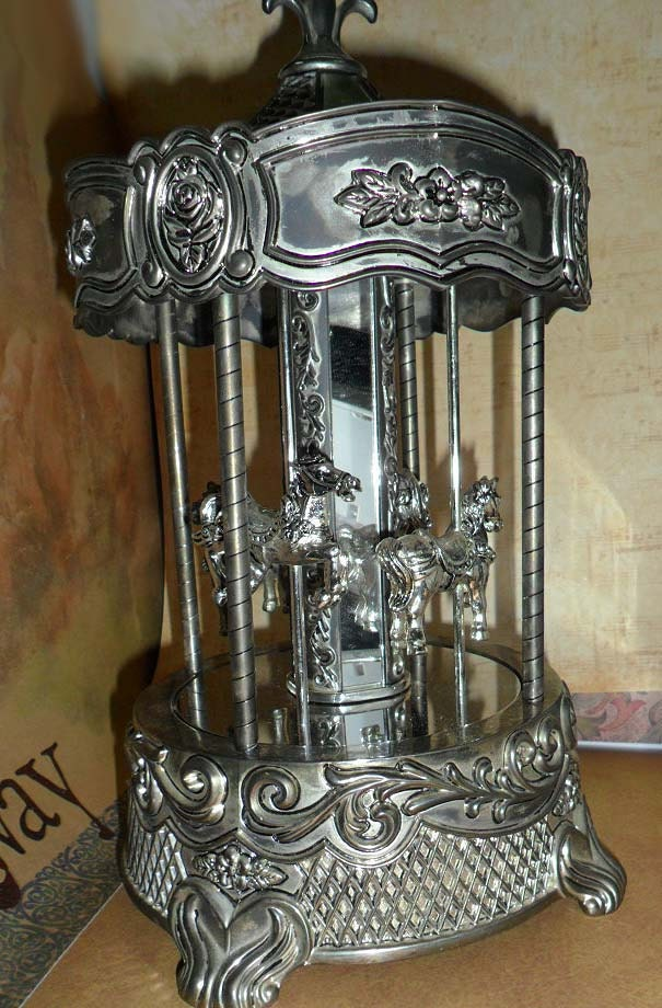 Vintage Wallace Silversmiths Carousel Music Box By