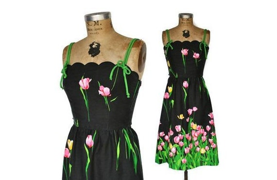 1970s Floral Dress / tulip garden day dress / Small
