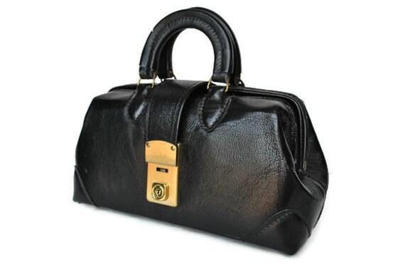 Doctor Bag / black leather handbag / 1960s