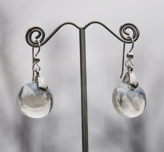 Clear and white glass swirl drop earrings