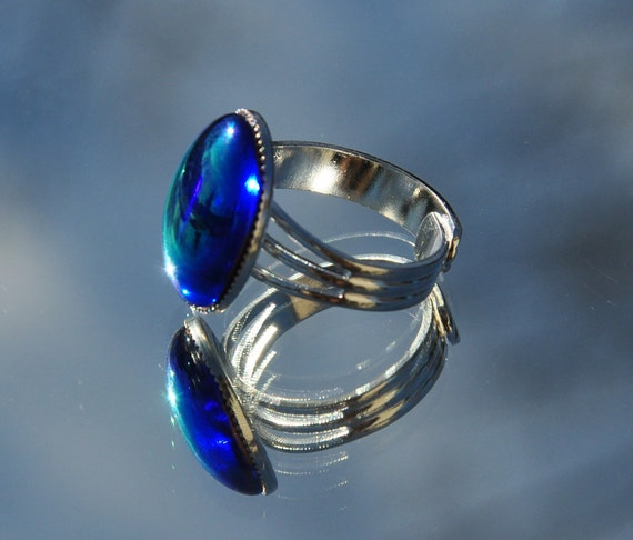Iridized sapphire blue glass ring