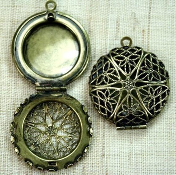 2pcs Round Victorian Style Antique Brass Locket  Pendants \/Charms   - LKRS-1407AB