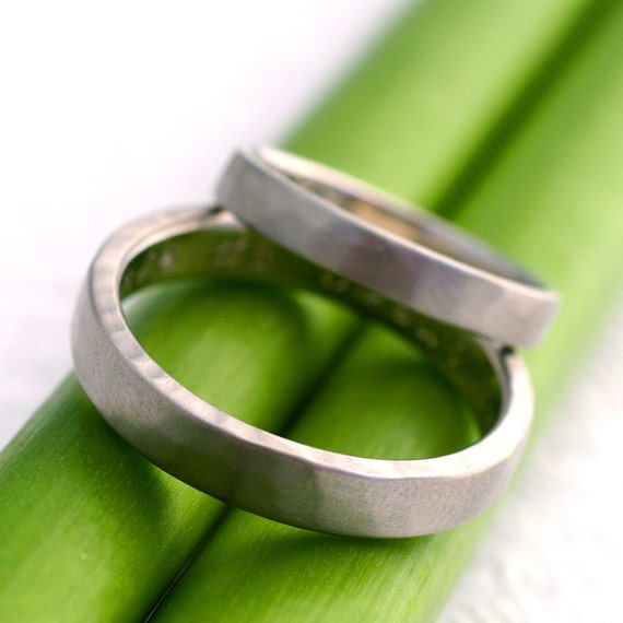 Simple Facets Wedding Set