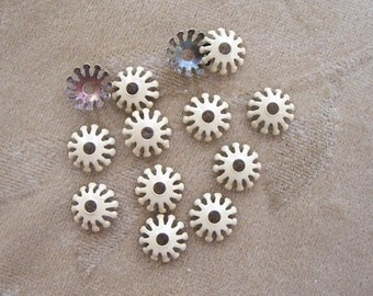 Vintage enamel metal flower, bead/caps, 12m, beige, Lot of 20