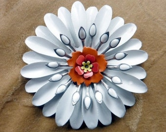Vintage metal enamel flower/bead/cabachon white daisy 72mm, Set of 1