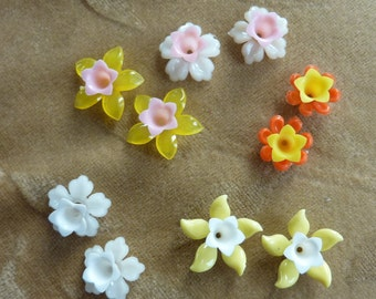 10 sets vintage lucite/plastic flower beads, white, orange,yellow, pink 12 -14mm