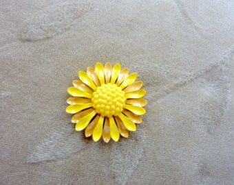 4 vintage enamel metal flower bead sets, approx. 20mm,yellow  lucite plastic center