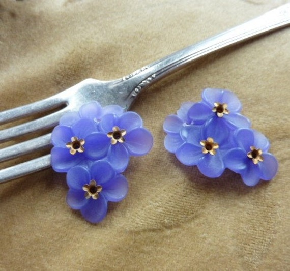 Vintage Lucite/plastic Lilac Flower Beads/cabochons Brass
