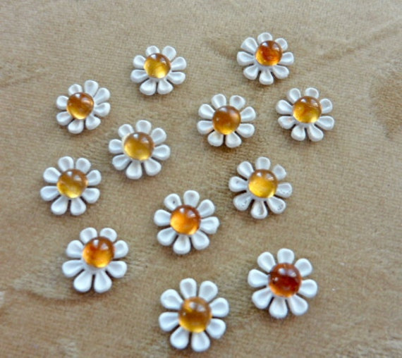 12 Vintage Plastic Daisy Flower Bead Sets Approx. 13mm