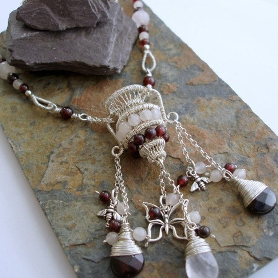 Aquarius vase, Garnet and Rose quartz Sterling silver Necklace