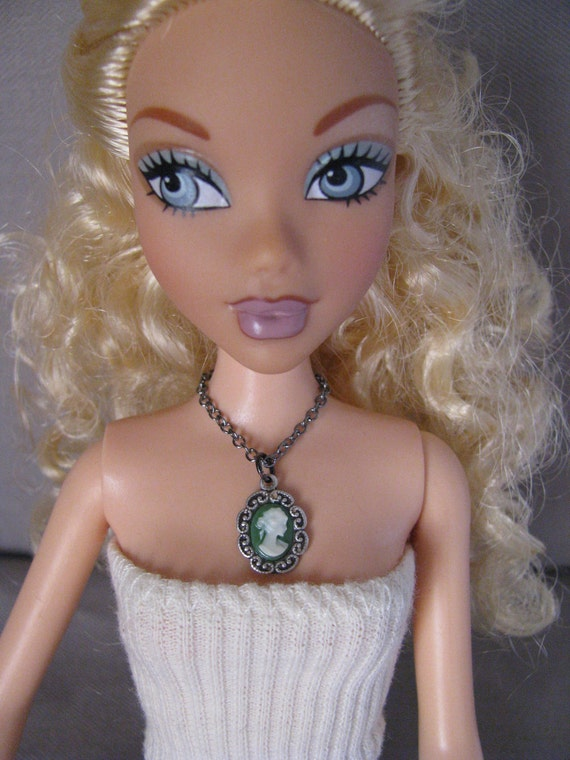 Fancy Style Victorian Antique Silver Green Cameo Doll Necklace Barbie Fashion Royalty Blythe