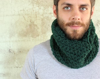 Unisex Crochet Wool Circle Scarf/Cowl in Hunter Green - READY to SHIP