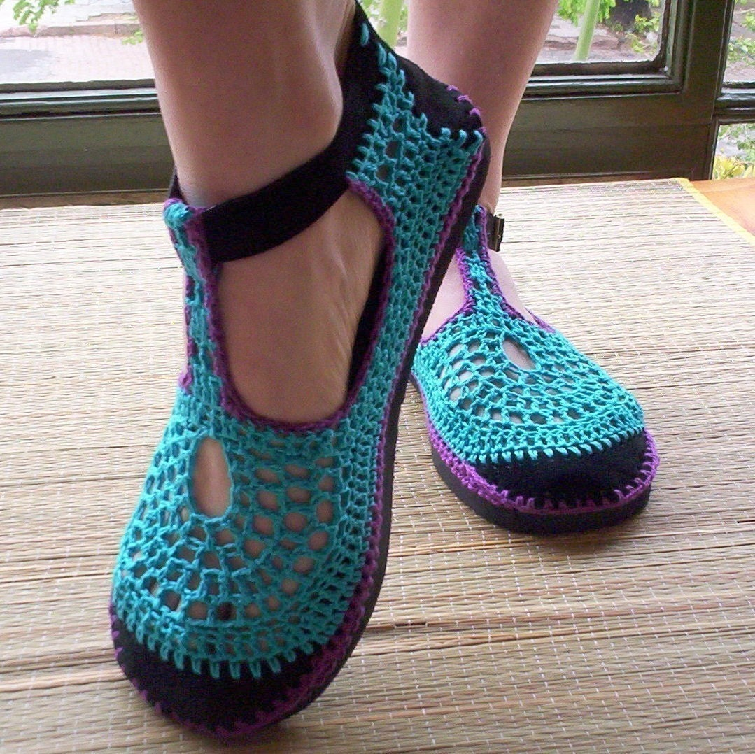 crochet shoes turquoise and purple by lepiedleger