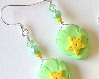 Seashell pastel earrings, mint green, yellow stars, polymer clay and crystal, green and yellow earrings, beach earrings