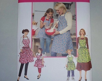 New Simplicity Apron Pattern 3949, Mommy and Me.  (Free US Shipping)