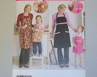 New Simplicity Apron Pattern 2555, Mommy and Me. (Free US Shipping)