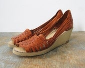 25% SUMMER SALE vintage 70s woven leather wedges size 5.5 6