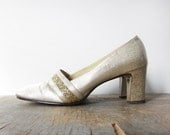 vintage gold glitter high heels / sparkly holiday / 9